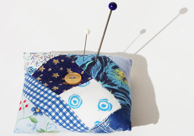Blue pin cushion quilted and sewn by iHanna, Sweden