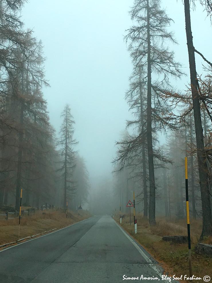 Passando por nuvens e nevoeiro.
