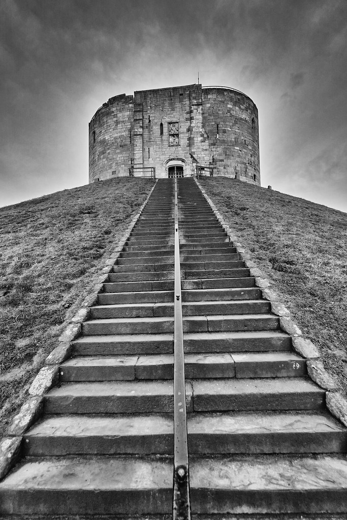 cliffords tower part   original york castle clifford flickr