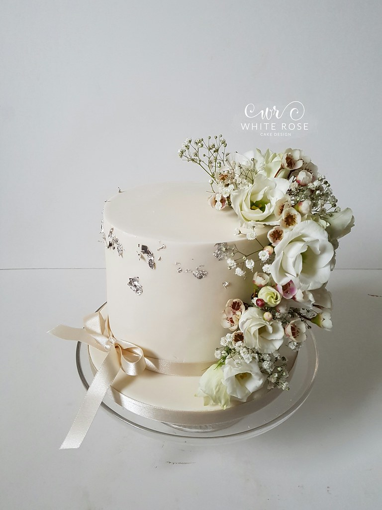 Single Tier Wedding Cake with Fresh Flowers by White Rose … | Flickr