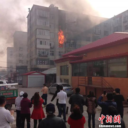 Suspected drug users men detonate gas tanks jumped in Harbin: 1 woman killed 7 police burn