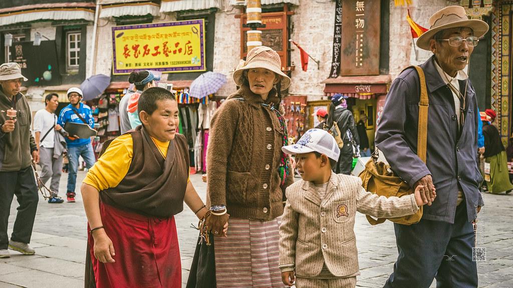 Tibet, candid shot of a group of four walking on the streets (Lhasa, China), 06-2016, 86 (Vlad Meytin, vladsm.com)
