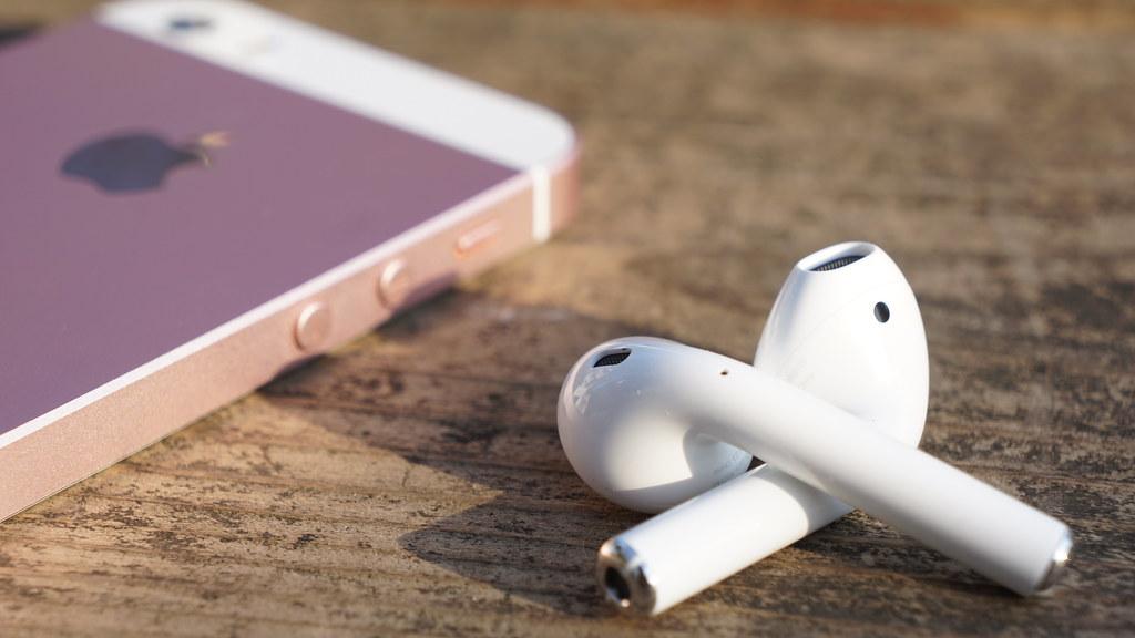 au、明日12月22日から「AirPods」を販売開始〜Apple Storeでは6週間待ち