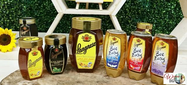 Woman-In-Digital-Langnese-Honey