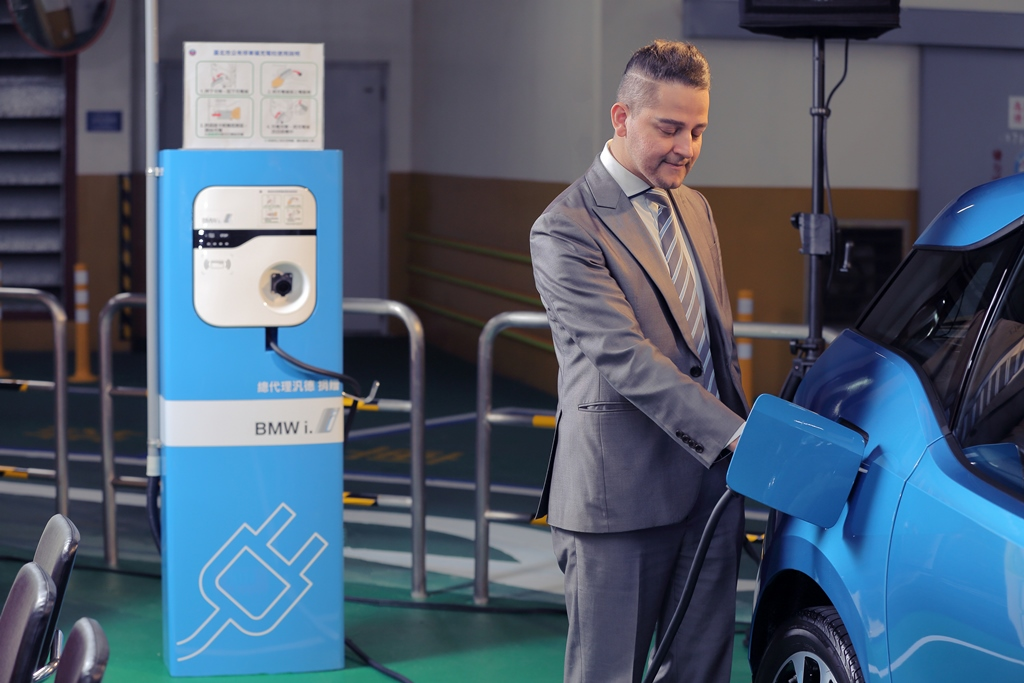 台達電動車充電解決方案為台北市打造20處電動車充電站-s