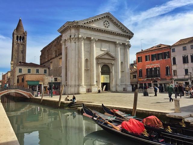 Iglesia de San Barnaba en Venecia (que aparece en Indiana Jones)