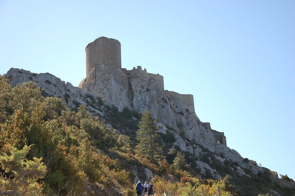 Camino de acceso al castillo cátaro de Quéribus