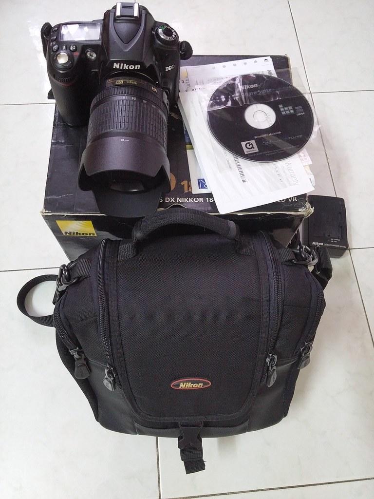 Nikon D90 + lens kit 18-105 mói 95% giá thanh lý 6tr5..