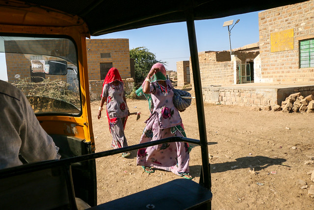 Street in Lodurva, around Jaisalmer, India ジャイサルメール 郊外のロアーバまでの道中