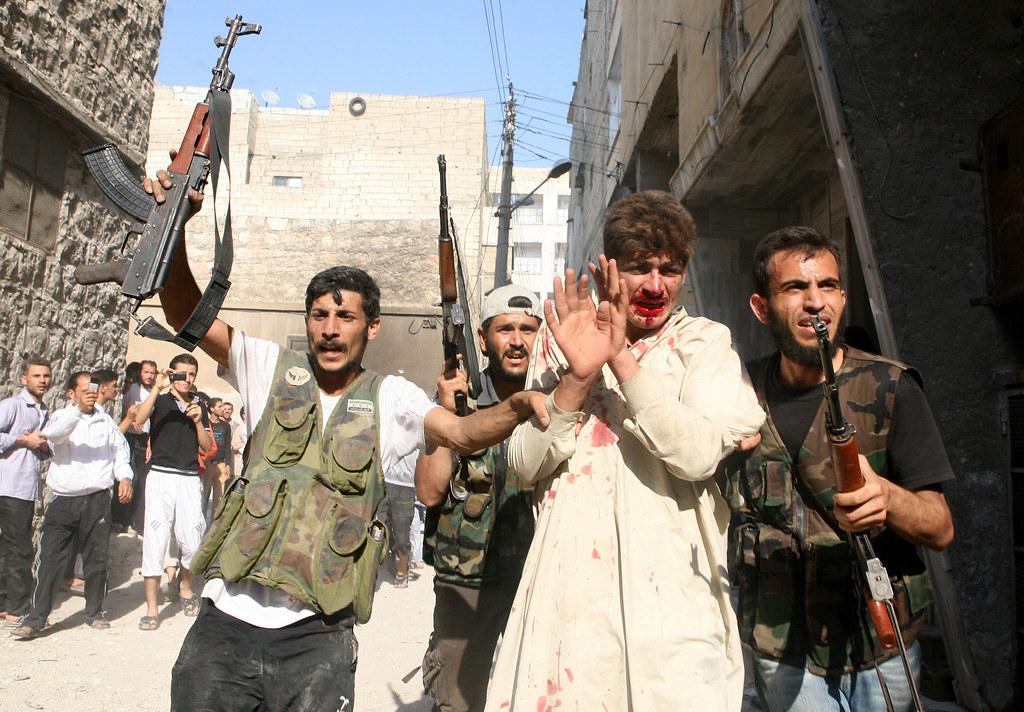 敘利亞自由軍(FSA)得到來自外部的指導與援助,因而能與政府軍對抗,但他們犯下的戰爭罪行卻也不在少數。(照片來源:Emin Ozmen/AFP/Sabah Press)