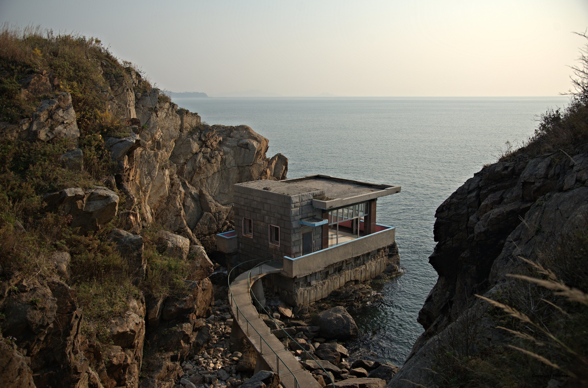 A strangely idyllic North Korean lookout point building on the shore, near Rajin [7238 x 4775] photo by Frühtau