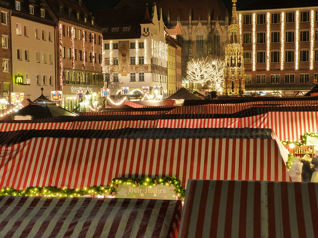 Mercado navideño de Nuremberg en la Hauptmarkt (Alemania)