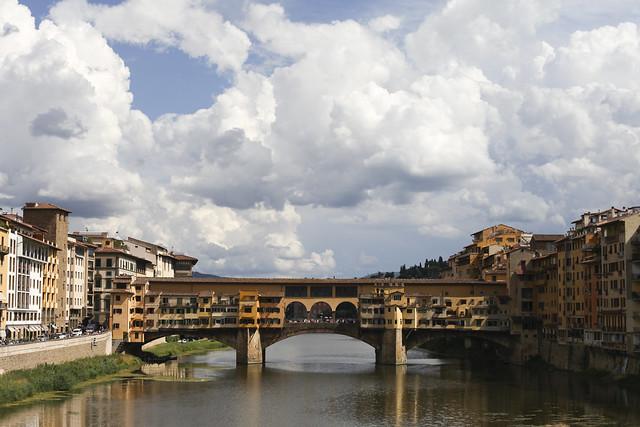 Ponto Vecchio with dramatic sky