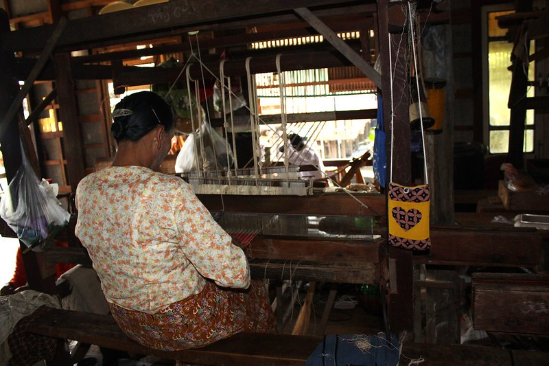 Ткани из лотоса и шелка, Мьянма