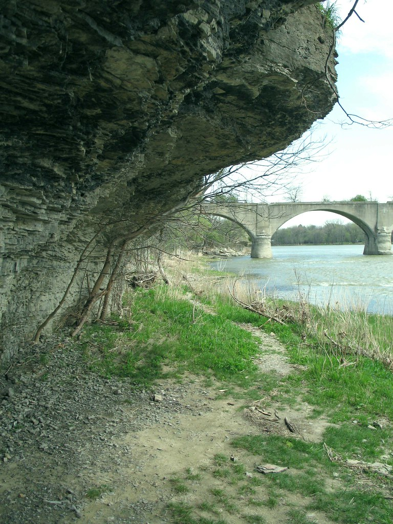 Slate overhang at roche de boeuf maumee river waterville for Maumee river fishing report