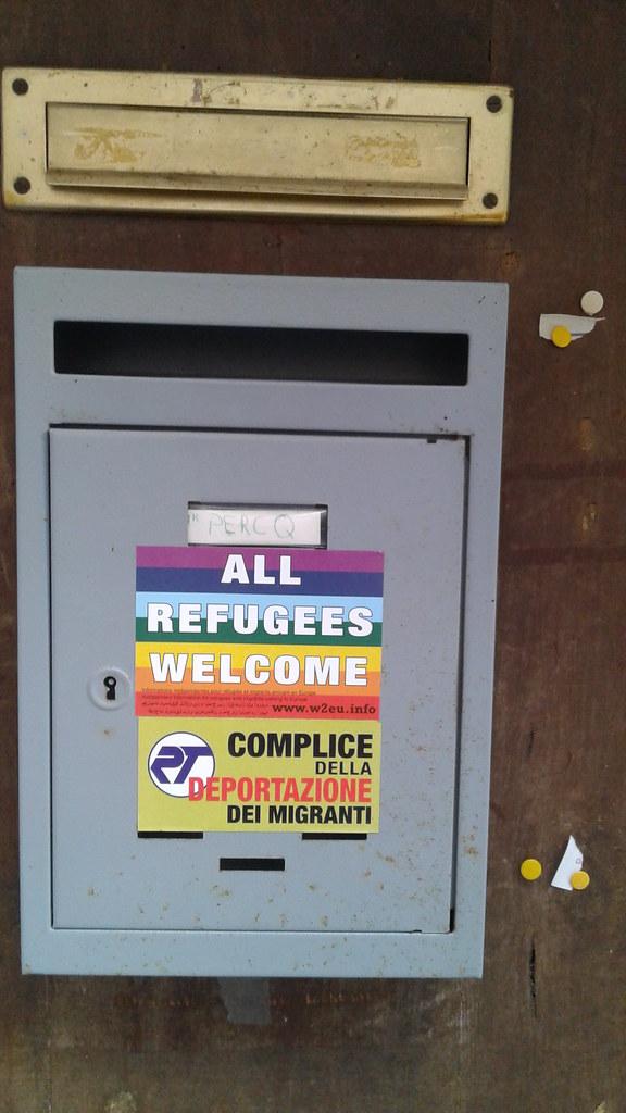 掛在門口的「welcome」,歡迎所有的難民。(攝影:羅惠珍)