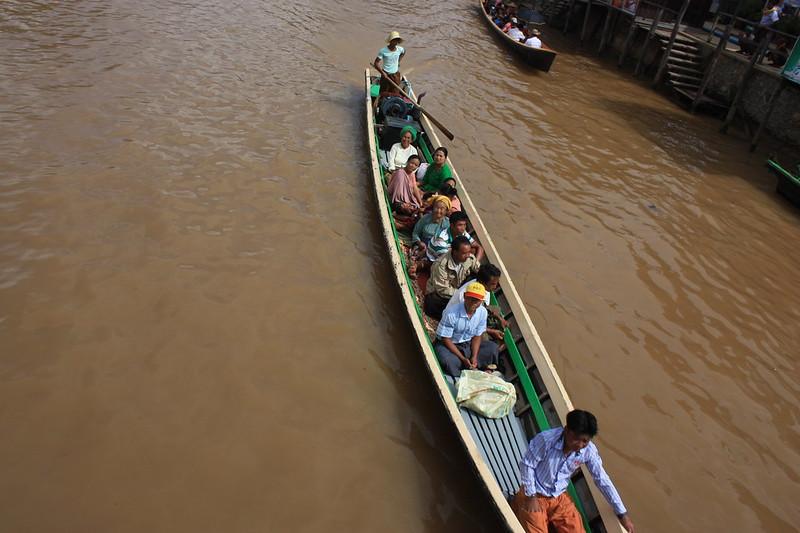 Передвижение по Инле на лодках