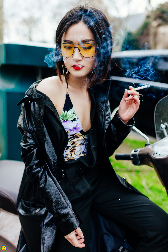 miu smoking outside dior fall17 show
