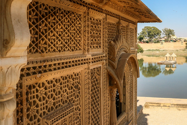Delicate open work windows of Amar Sagar Jain temple, Jaisalmer, India ジャイサルメール アマルサガルのジャイナ教寺院の緻密な装飾窓