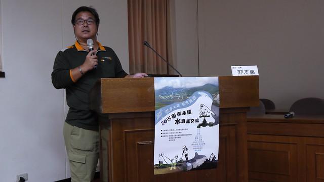 環境部落客郭志榮於10月17日「2015兩岸永續水資源交流分享會」中分享雲南與台灣治水問題。攝影:陳安蓓。