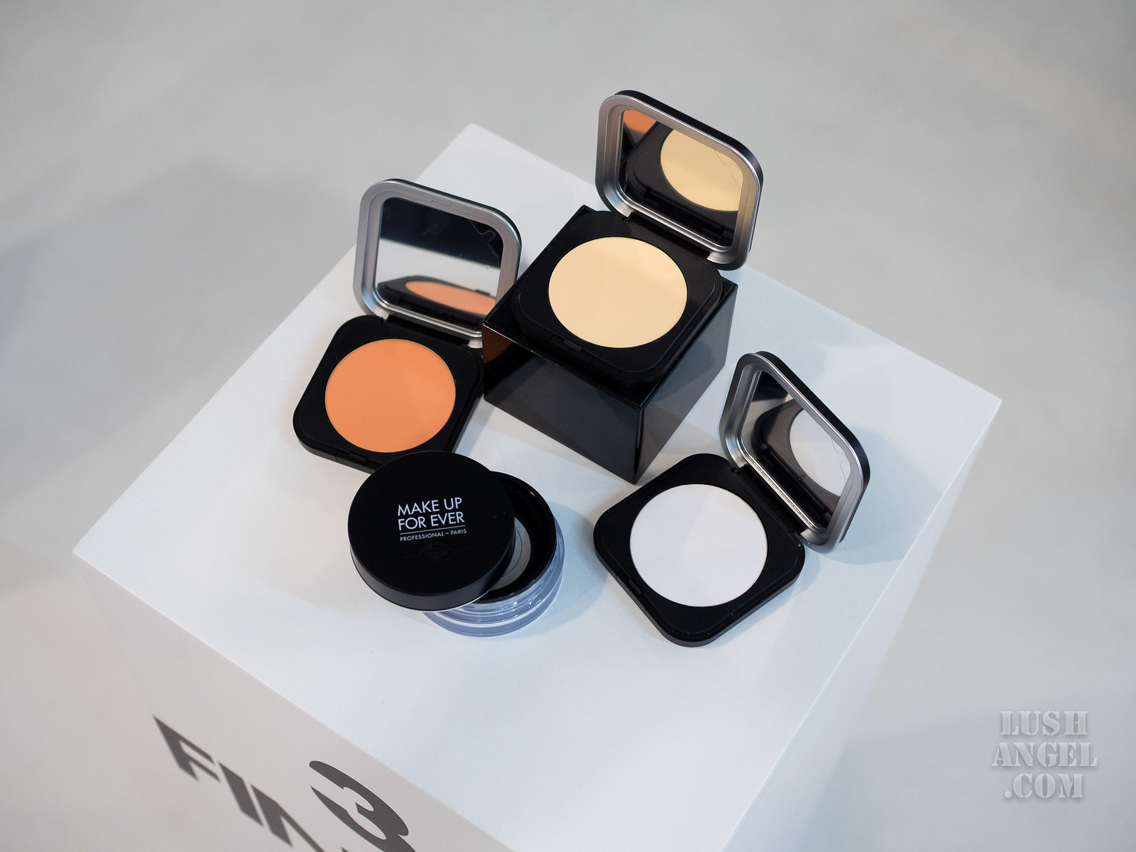 make-up-for-ever-ultra-hd-finishing-powder
