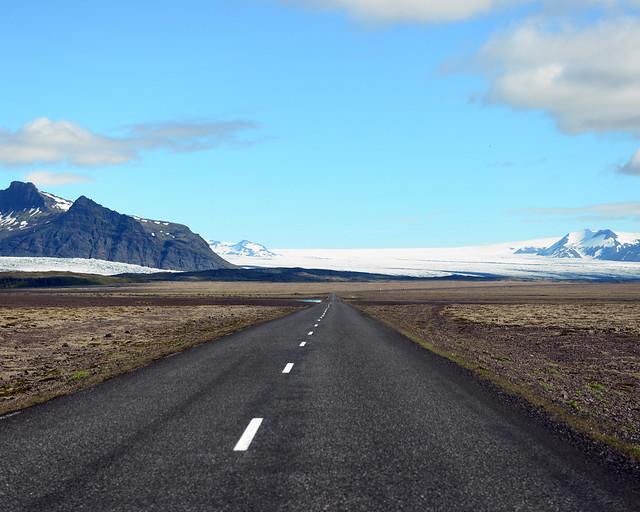 Carretera rumbo a la laguna de Jökulsárlón en Islandia