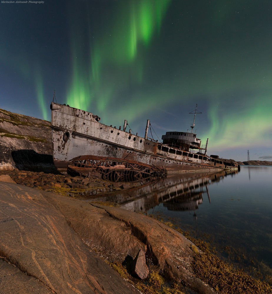 Perish Court Kola Bay, wrapped up the Northern Lights.