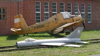 Let Z-37 Cmelak & Suchoi Su-7 Modell