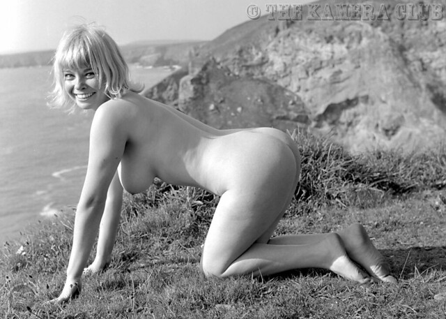 On naked woman gorgeous all fours