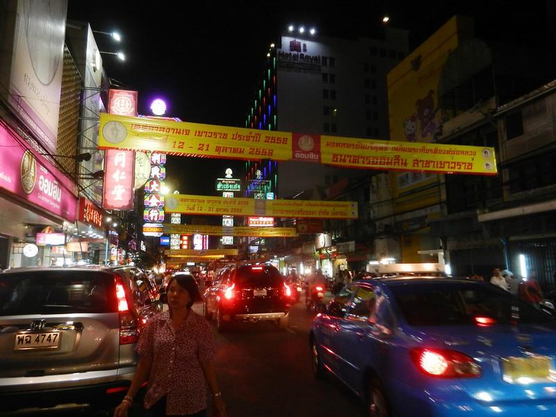 Чайнатаун, главная улица Яоварат