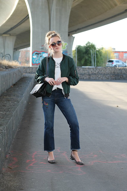 embroidered-jeans-and-bomber-jacket-whole-outfit-front-wiebkembg