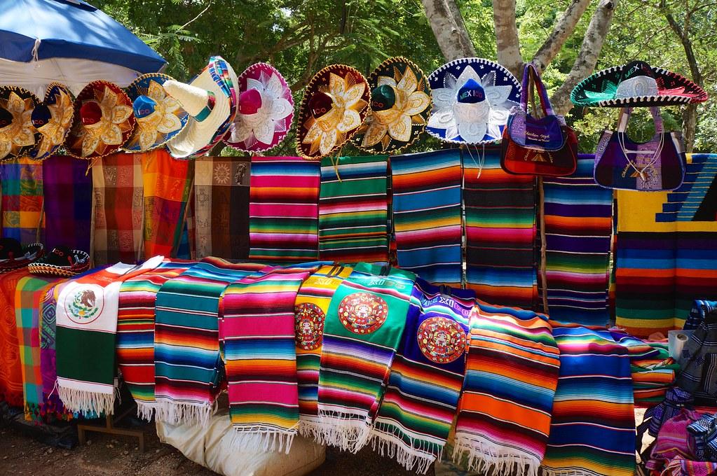Ponchos y Sombreros