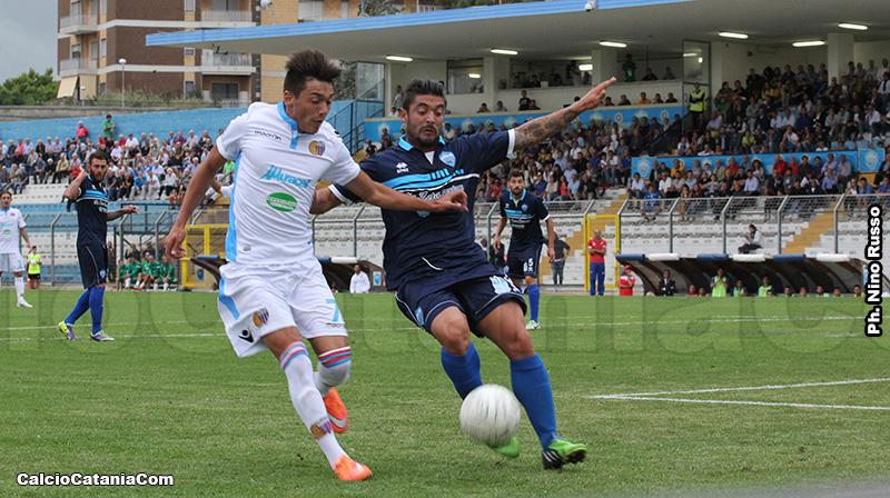 Andrea Di Grazia in azione a Matera, proprio nel giorno del debutto in rossazzurro