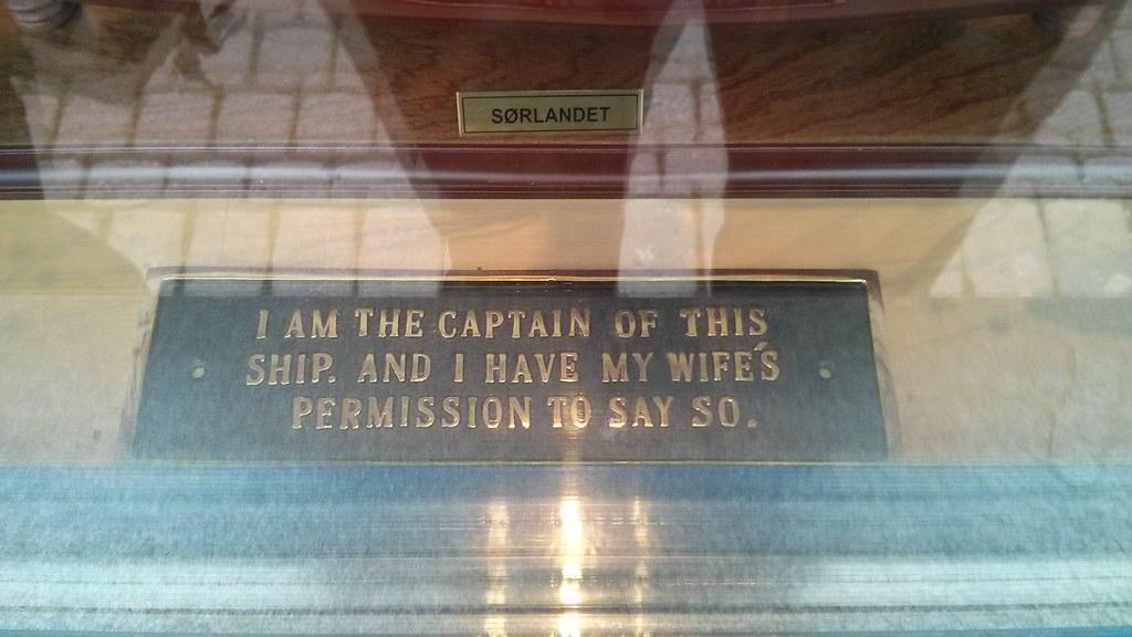 Soy el capitán de esta barco y tengo el permiso de mi mujer para decirlo.
