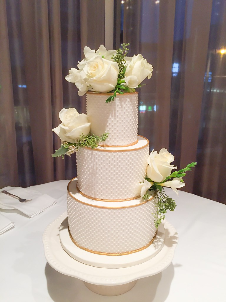 Simple White And Gold Themed Wedding Cake Kelly Ching Flickr