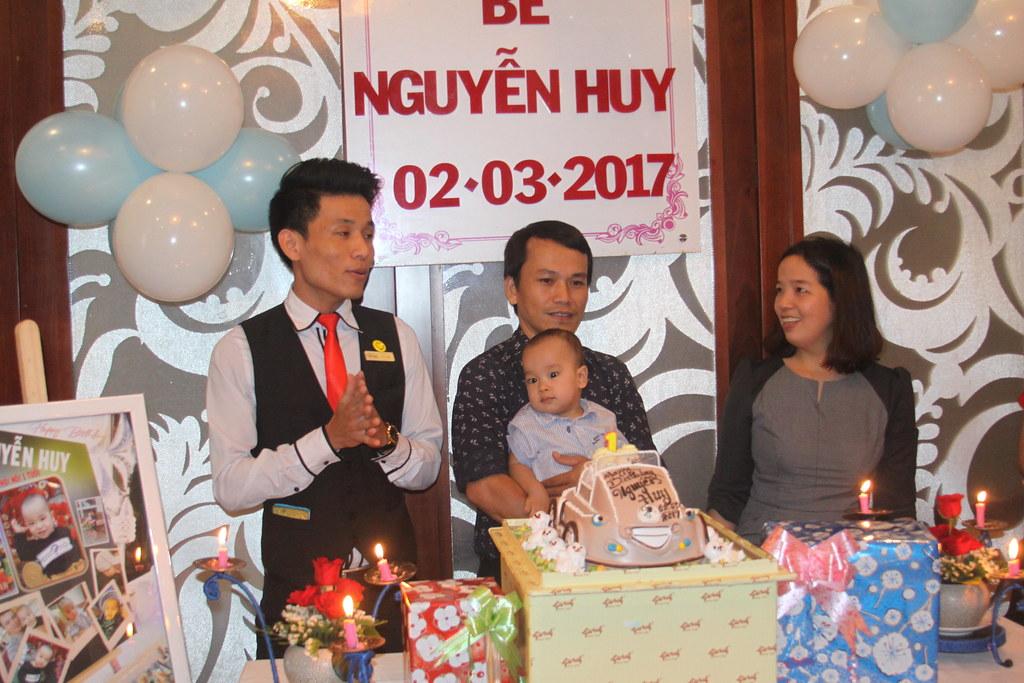 Tiệc mừng thôi nôi bé Nguyễn Huy