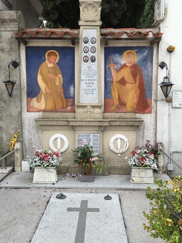 帕索里尼父亲和弟弟等家人的墓