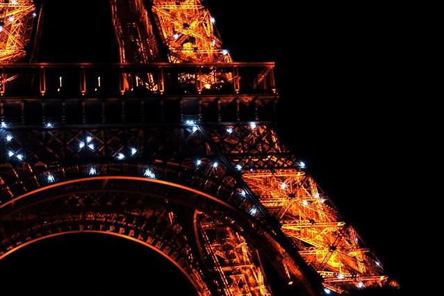 la torre Eiffel (fragmento)
