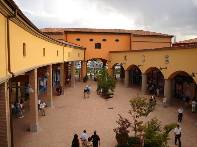 Valdichiana Outlet Village, Foiano della Chiana (AR) | Flickr
