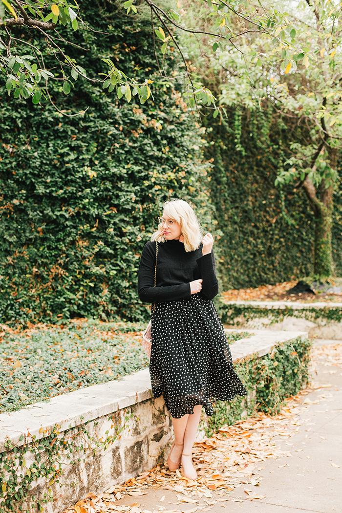 austin style blogger black turtleneck black midi skirt2
