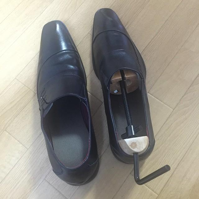 靴を伸ばす
