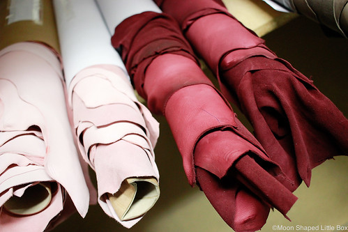 Nahkatehdas vierailu Ahlskog Tannery nahkaa poronnahka erikoisnahat leathers from Finland kotimainen nahka mittatilaustuotteet nahkatyöt Ahlskog Leather Kruunupyy Kokkola nahan ekologisuus ekologisempaa nahkaa eco leather