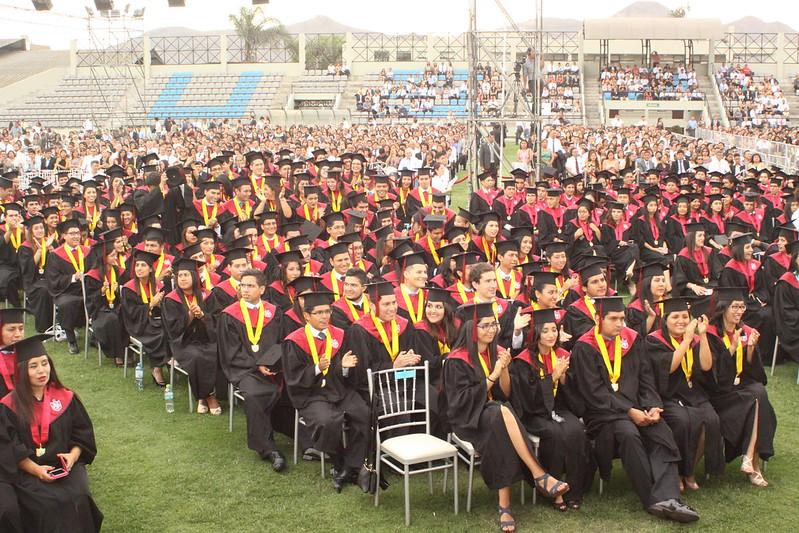 Universidad de San Martín de Porres graduó a cerca de 1,200 egresados