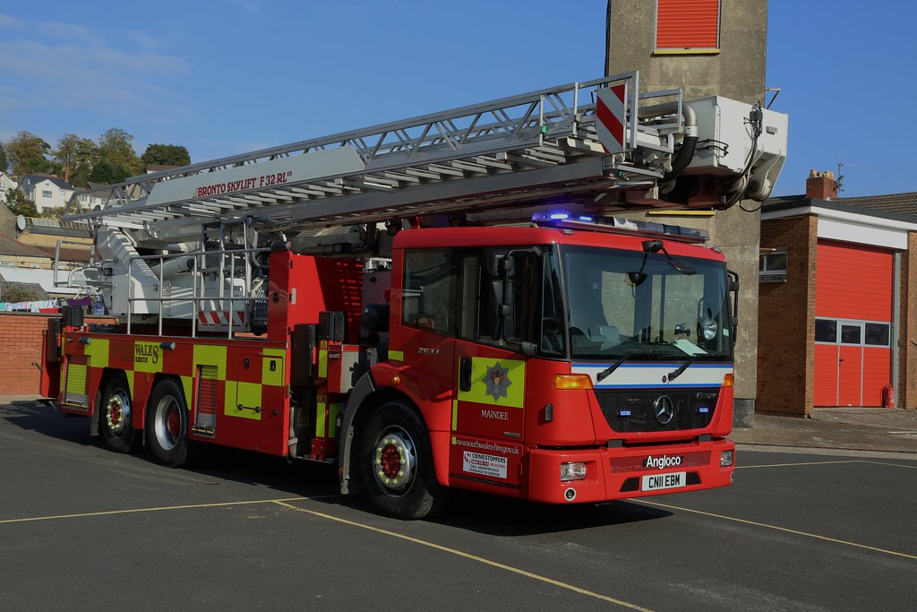 CN11 ABM   FWS 46A1   -   South Wales Fire and Rescue   Ae ...