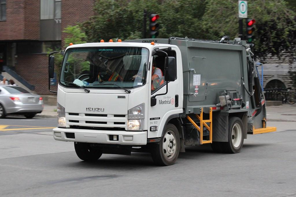Ville de Montreal   Isuzu NRR municipal trash truck in ...