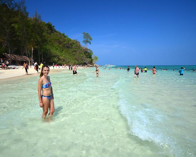 Diana en la playa de Bamboo Island