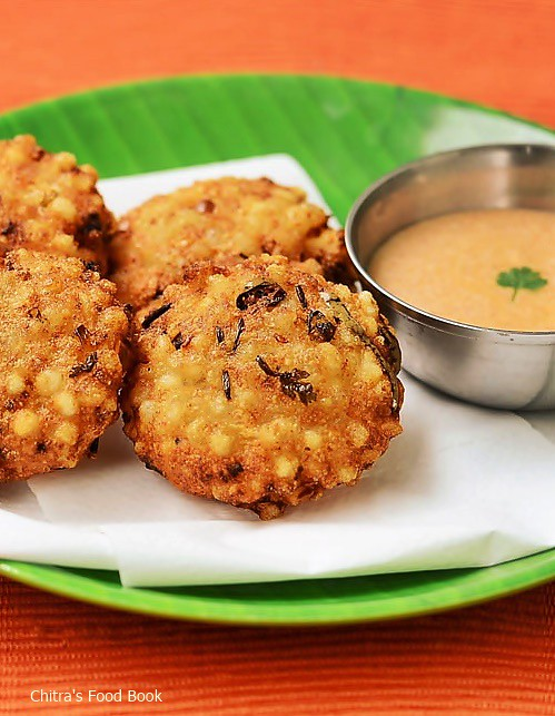 Sabudana vada with chutney