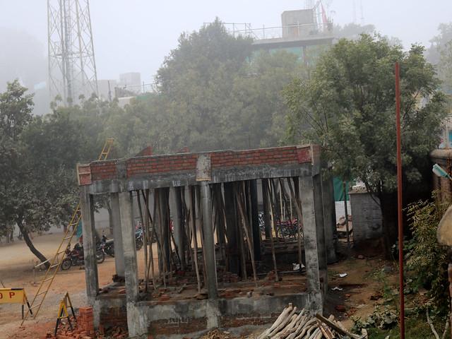 सीता सागर के अन्दर बनती पीताम्बरा पीठ की बिल्डिंग