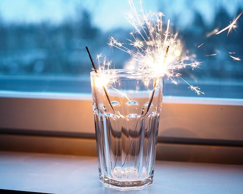 P1141349.jpgSparklersTähtisädetikut, tähtisädetikku, sparkler, sädehtiä, säkenöidä, ystävänpäivä, valentine's day, hyvää, good, säkenöivää, sädehtivää, sparkling valentine's day,