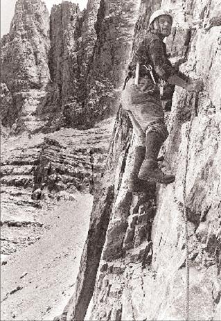Ο Γιώργος Μιχαηλίδης  στην τελευταία του αναρρίχηση στον Όλυμπο τον Σεπτέμβριο του 1990 σε ηλικία 75 ετών.